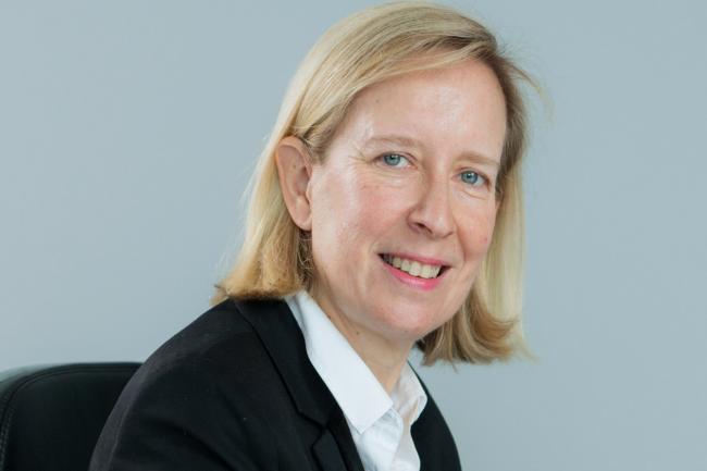 Marie-Cécile Plessix, directrice générale d'AXA Banque, met en avant l'expérience et l'expertise technique d'Arkéa Banking Services dans la banque de détail et les innovations que le spécialiste des prestations bancaires pourra apporter aux clients. (Crédit : Axa)