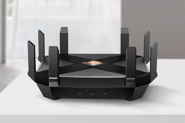 Avant les modèles entreprises, ce sont les routeurs WiFi 6 pour le grand public, comme le TP-Link Archer AX11000, qui arrivent sur le marché. (Crédit TP-Link)