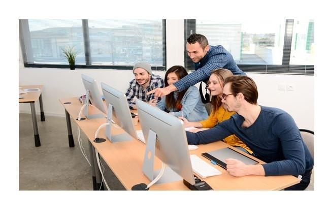 Pôle emploi organise plus de mille événements dans toute la France pour sensibiliser aux métiers du numérique. (Crédit Photo : Pôle emploi)