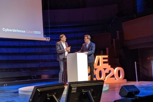 Michel Van Den Berghe, directeur général d'Orange Cyberdéfense (à gauche) et Nicolas Arpagian (directeur de la stratégie et des affaires publiques d'Orange) lors de l'Orange Cyberdéfense Live à Paris le 20 janvier 2020. (crédit : D.F.)