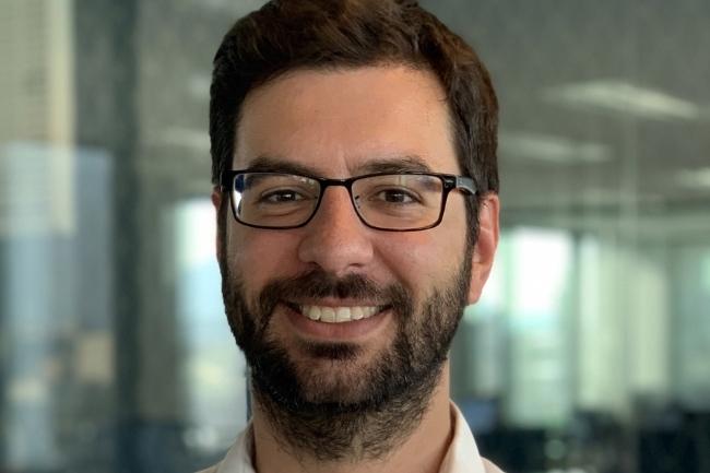 Gilles Rasigade, CTO de Kapten, explique les apports de Google Cloud et de Kubernetes pour gérer les pics d'activité pendant les grèves. (Crédit Photo : Kaptent)