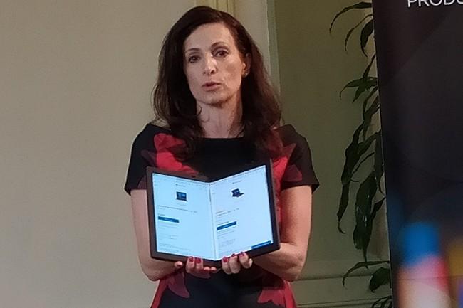 La responsable des communications commerciales mondiales de Lenovo, Milanka Muecke, a présenté le ThinkPad X1 Fold à Bologne en Italie, après son lancement au CES 2020. (Crédit : Nicolas Certes)