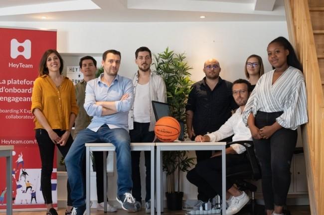 La start-up parisienne Heyteam fondée par Nathaniel Philippe (assis au 1er rang) veut optimiser l'accompagnement des talents dans toutes les phases clé de leur parcours. Crédit: Heyteam.