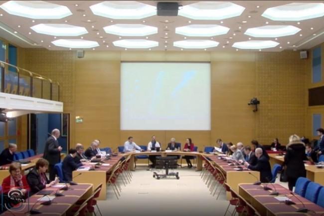 La commission de l'aménagement du territoire et du développement durable du Sénat va enquêter sur le numérique.