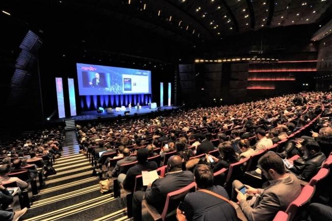 Sur deux jours, le Grand Amphithéâtre du Palais des Congrès accueillera les conférences plénières de Big Data Paris 2020. Ci-dessus, l'édition 2019. (Crédit : Big Data Paris)