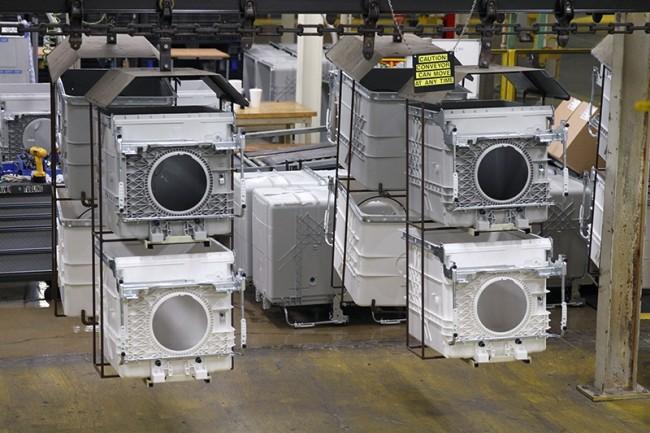 Le spécialiste de l'électroménager Whirpool a installé un réseau 5G privé pour piloter plus finement ses chariots autonomes. (Crédit Whirpool)