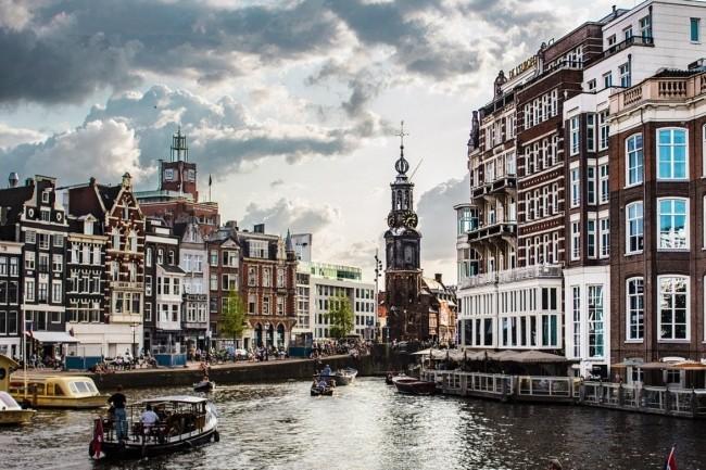Pour le recouvrement après sinistre, les clients européensd'Oracle disposent entre Francfort et Amsterdam de deux sites indépendants sur ses services cloud autonomes. (Crédit : Amsterdam/Pixabay/Monlaw)