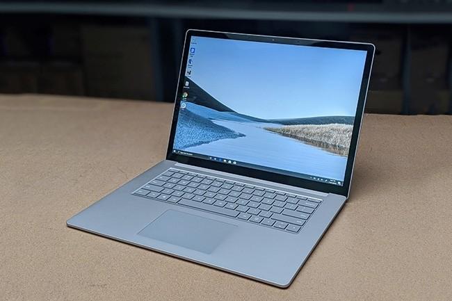 Des plaintes d'utilisateurs et utilisatrices ont été relevés sur les réseaux sociaux, les forums et site d'assistance de Microsoft, se plaignant de fissures sur l'écran de leur Surface Laptop 3. (Crédit : Mark Hachman / IDG)