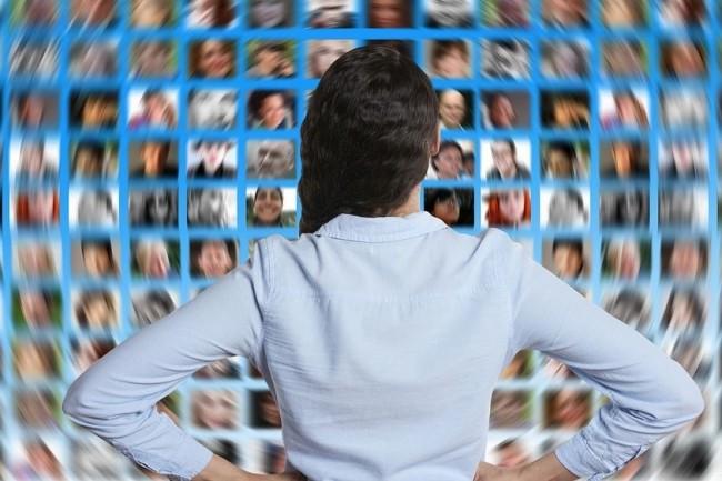Les entreprises doivent redoubler d'initiatives pour sourcer et fidéliser des profils IT sur un marché ultra-tendu. Crédit. Pixabay/Geralt.