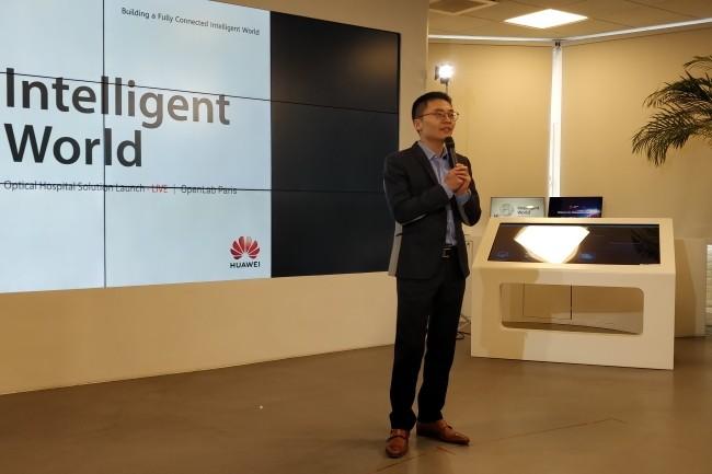 Le président de Huawei France, Weiliang Shi, a annoncé un partenariat avec Schnell pour développer le LiFi au secteur hospitalier. (Crédit Photo : Jacques Cheminat)
