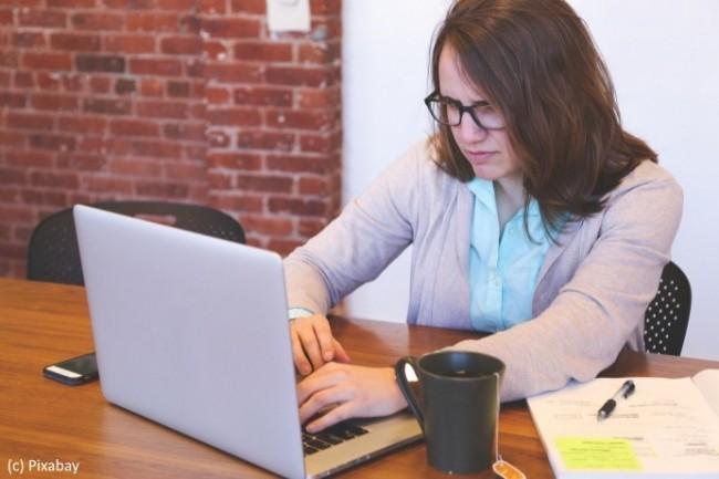 Les femmes restent défavorisées dans l'IT par rapport à leurs collègues hommes.