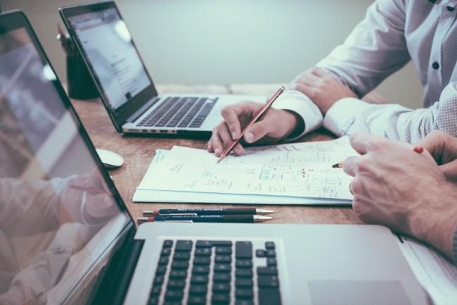 Les start-ups qui veulent négocier avec leur banque pour ré-échelonner un crédit pourront demander le soutien de laMédiation du crédit àla Banque de France. (Crédit : PixabayFree-Photos/9091)