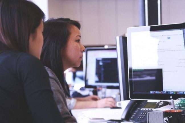 La région Auvergne-Rhône-Alpes veut orienter des femmes vers les métiers du numérique. Crédit photo: Visual Hunt.
