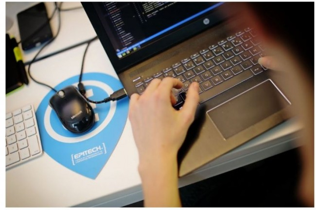 Habitués aux plateformes d'apprentissage en ligne,  les étudiants d'Epitech peuvent appréhender efficacement la mise en oeuvre de solutions de travail à distance. Crédit photo: Epitech.