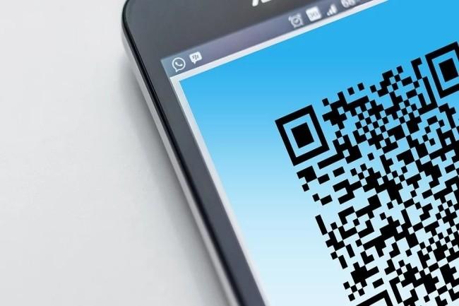 A partir de lundi prochain, il sera possible de remplir une attestation de déplacement et de générer un QR code sur son smartphone. (Crédit Photo : Geralt/Pixabay)
