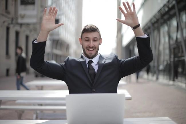 Une bonne hygiène de sécurité dans le code rend les développeurs heureux et inversément. (Crédit Photo:  Andrea Piacquadio/Pexels)