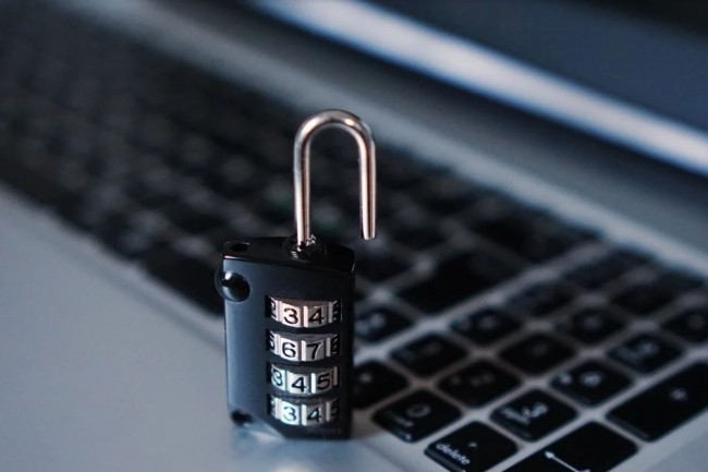La formation en ligne  proposée gratuitement par Woonoz et Inquest permet aux télétravailleurs de s'informer sur les menaces informatiques. Crédit photo: Pixabay/TheDigitalWay.