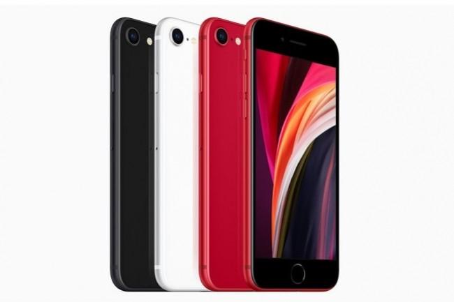 L'iPhone SE est disponible en précommande à partir du 17 avril 2020 en trois coloris noir, blanc et rouge. (crédit : Apple)