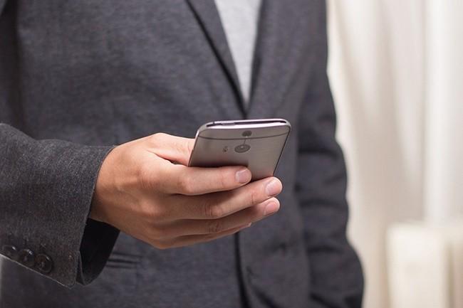 Dans le pire des cas, les ventes de smartphones pourrait plonger de 47% en 2020. (Crédit : niekverlaan / Pixabay)