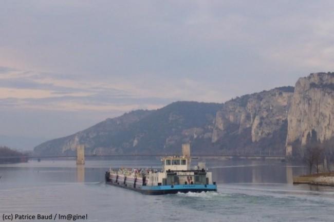 Le transport de fret sur l'axe Méditerranée-Rhône-Saône pourrait gagner en fluidité grâce à la blockchain.