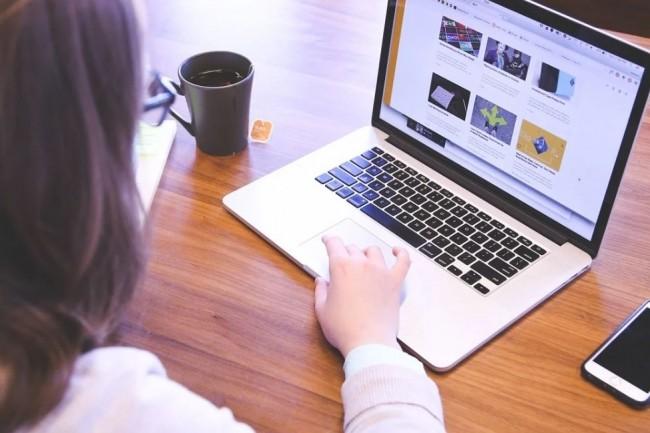 Dans son rapport, l'Institut Montaigne pointe les violences subies par des jeunes internautes français. Crédit photo: Pixabay/StartupStock/Photos.