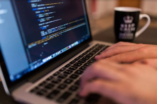 Le portail mis en place par Skillup propose 5000 formations éligibles au FNE pour les PME ayant des collaborateurs au chômage partiel. Crédit Pixabay/FreePhotos.