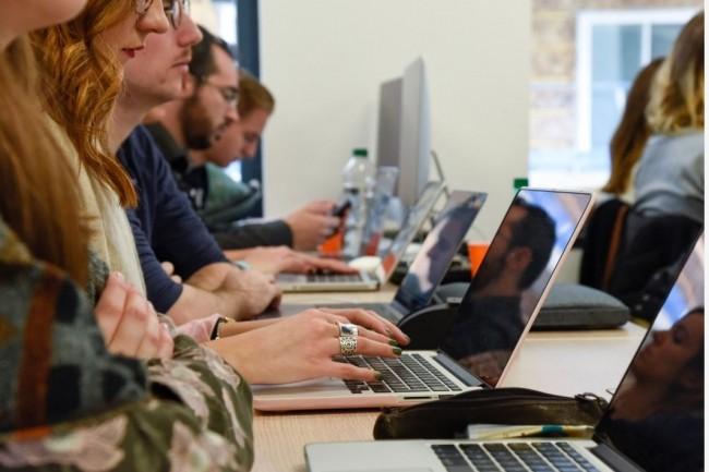 Depuis ce lundi 11 mai 2020, The Nuum Factory propose des cours en vidéos pour former des salariés au chômage partiel à l'IT. Crédit photo: The Nuum Factory.