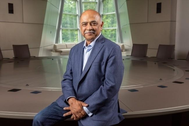 Arvind Krishna, CEO d'IBM a indiqué dans son discours inaugural de Think que chaque entreprise serait une entreprise IA. (Crédit Photo : IBM)