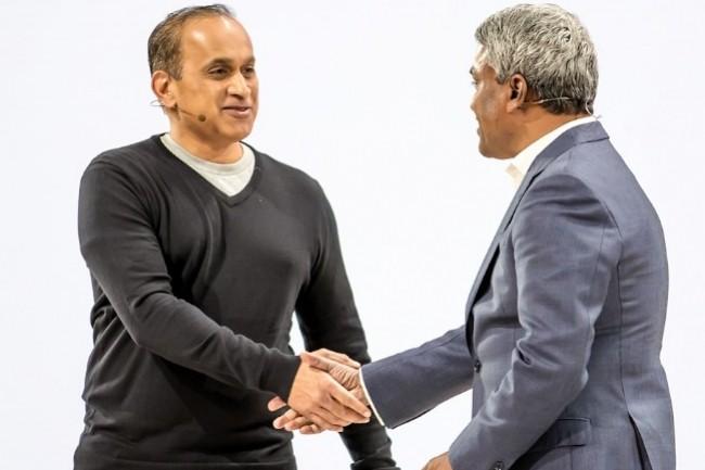 Sanjay Poonen (COO de VMware) et Thomas Kurian (CEO Google Cloud) avaient scellé l'arrivée de VMWare Cloud Foundation sur Google Cloud en juillet 2019. (crédit : Google)