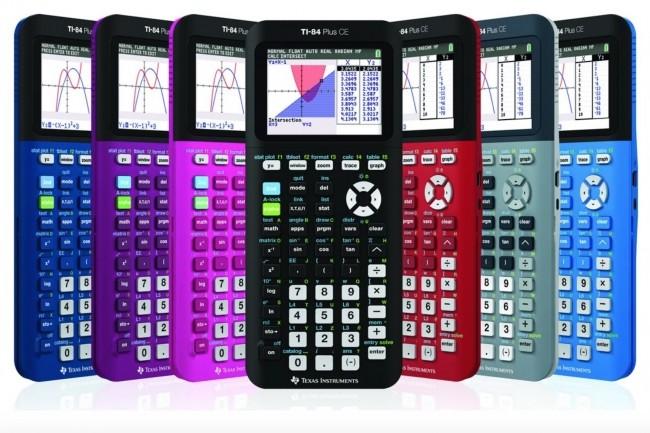 Texas Instruments a prévenu qu'il allait enlever la fonctionnalité ASM/C de l'OS 5.5 de sa calculatrice TI-83 Premium CE et de l'OS 5.6 de la TI-84 Plus CE, ci-dessus. (Crédit : TI)