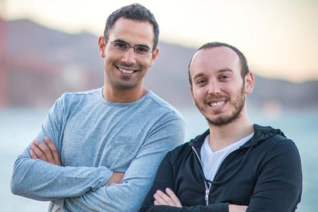 Le CEO de Spot Amiram Shachar (à gauche) aux côtés de son chef architecte Liran Polak ont fondé la société en 2015 avec Aaron Twizzer, occupant le poste de directeur technique. (crédit : Spot)