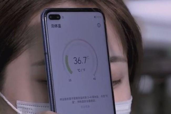 Pour l'instant disponible en Chine, les Honor Play 4 intègrent un capteur de température pour vérifier si une personne a de la fièvre. (Crédit Photo: Weibo)
