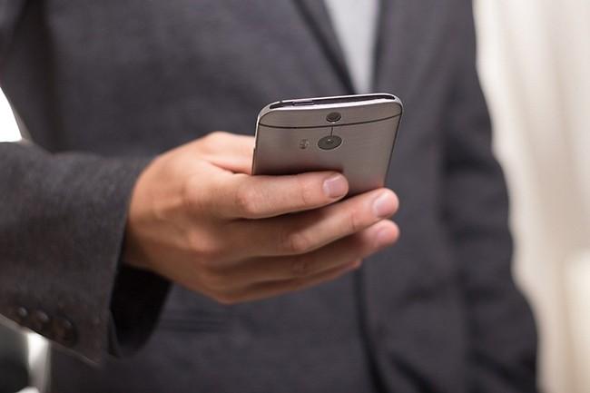 Pour le premier semestre 2020, IDC annonce une chute de 18,2% des livraisons de smartphones dans le monde. (Crédit : niekverlaan / Pixabay)