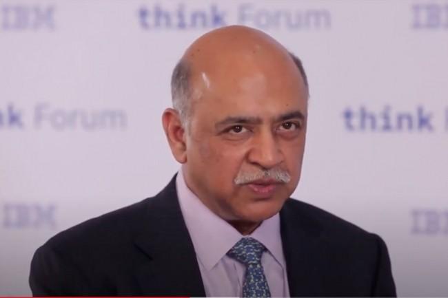 Nommé fin janvier à la tête d'IBM, Arvind Krishnapointeles dangers des biais de traitement générés par l'intelligence artificielle qui nécessitent de soumettre les applications de l'IA à des tests audités. Ci-dessus, lors de la conférence Think. (Crédit : IBM)