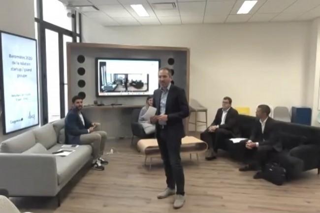 Fabrice Marsella, Directeur de Le Village by CA (debout au centre), a présenté la quatrième édition du Baromètre de la relation start-up / grand groupe.
