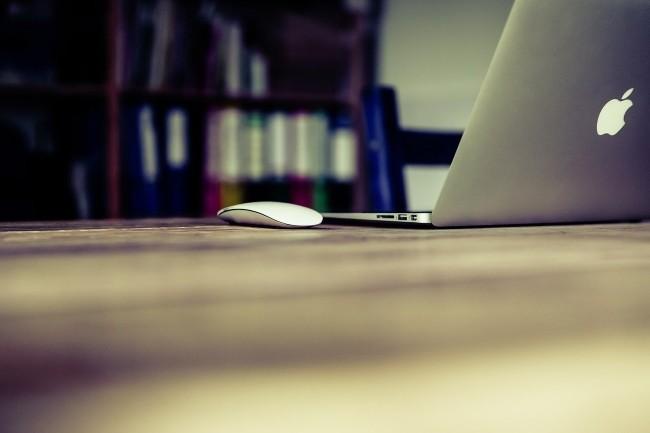 Selon l'étude, les divisions IT sont friands de Mac. (Crédit Photo : Markusspike/Pixabay)