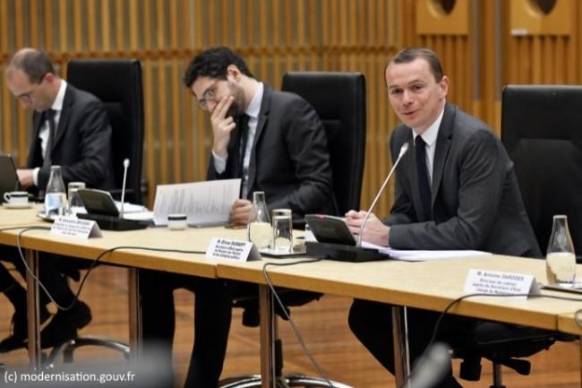 Olivier Dussopt, secrétaire d'État auprès du ministre de l'Action et des comptes publics (au micro), a présidé le comité de pilotage du Fonds pour la transformation de l'action publique le 9 juin 2020.