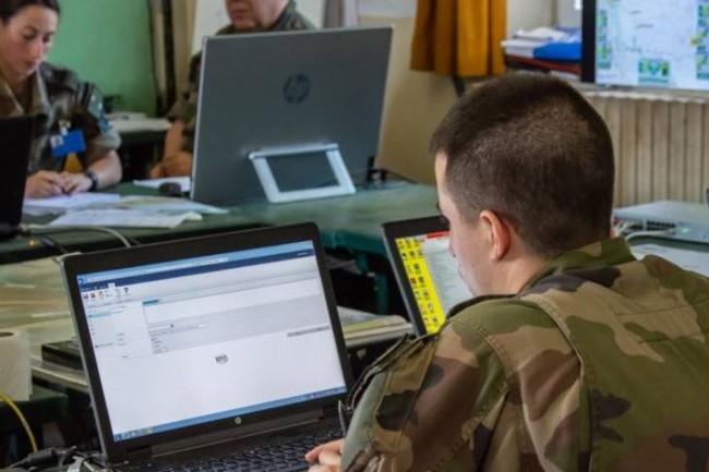 « Ce challenge accompagne la montée en puissance du domaine cybersécurité au sein du Ministère des Armées », nous a expliqué Ophélie Tambuzzo, chef de la cellule Communication au service du ministère des Armées. (crédit : ministère des Armées)