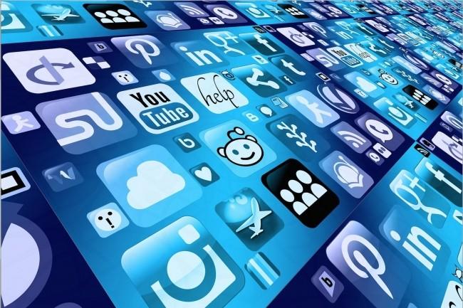 De nos activités de loisirs en ligne jusqu'à nos parcours de santé en passant par nos services financiers en ligne, les webscales veulent mettre la main sur nos modes de vie numérique. (Crédit photo : Pixabay/Geralt)