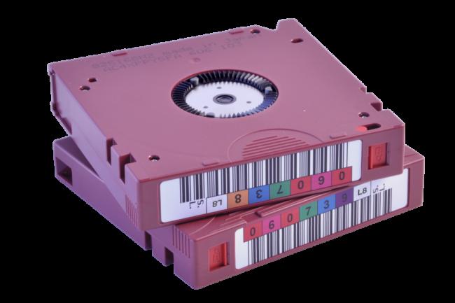 En local ou dans le cloud, il est toujours nécessaire de recourir à des supports physiques pour entreposer ces données chaudes et froides. (Crédit Fujifilm LTO 8)