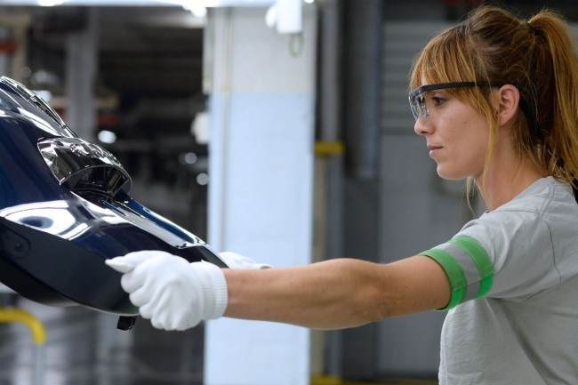 Renault ne prévoit pas de remplacer les processus d'inspection visuelle de la qualité de ses pièces usinées par l'IA. (crédit : Ignacio Nacho Gallego / Renault)