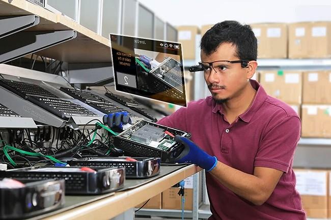 Racheté par TeamViewer, Ubimax développe une plateforme VR pour les professionnels de l'industrie ainsi que des objets connectés. (Crédit : Ubimax)