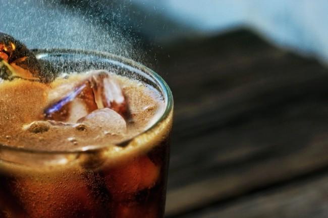 Deuxfournisseurs de boissons gazeuses parmi les plus connus, Coca Cola et Pepsico, ont retenu cette année les services cloud de Microsoft, notamment pour y déployer leur bureautique. (Crédit : Pixabay/Ernesto Rodriguez)