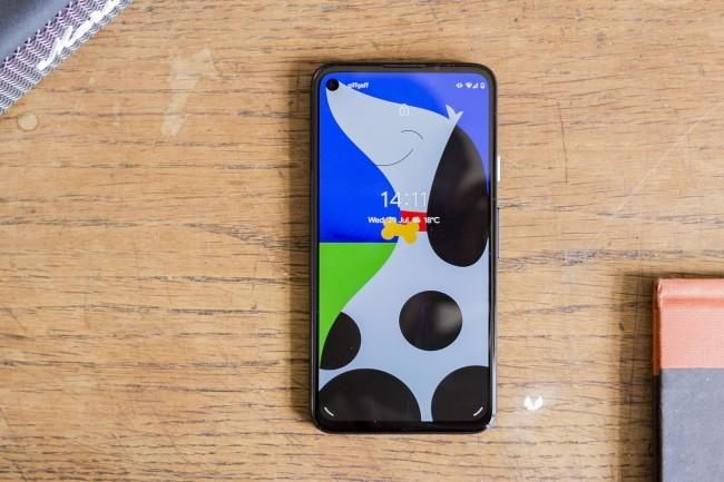 Le Pixel 4a de Google a de sérieux atouts pour rivaliser avec des smartphones comme l'iPhone SE et le OnePlus Nord. (Crédit Photo : Chris Martin/IDG)