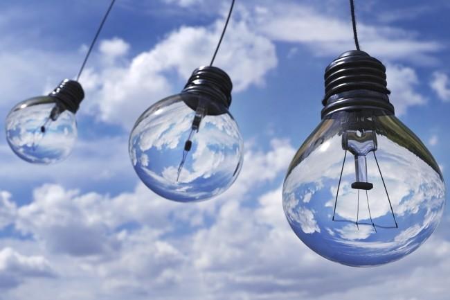 Les entreprises regardent de plus en plus le multicloud mais avec un modèle hybride. (Crédit Photo : Pixabay)