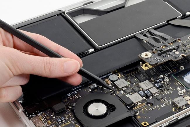 En l'espace d'un an, Apple aura opéré une volte-face dans sa stratégie qui a consisté pendant de nombreuses années à vouloir contrôler de près son réseau de distribution et le SAV de ses produits. Crédit photo : D.R.