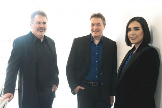 A droite, Falon Fatemi, CEO et co-fondatrice de Node, au côté du chief product officer Michael Radovancevich (au milieu) et de Louis Monier (à gauche), chief scientist de la société désormais rachetée par SugarCRM. (Crédit : Node.io)