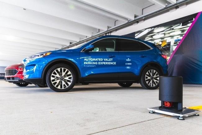 Des véhicules autonomes de Ford se gareront seuls, guidés par des capteurs Bosch, dans un parking autonome à Détroit (Photo Ford)