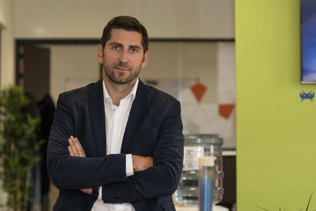 Mathieu Tarnus, PDG de Sarbacane, est toujours actionnaire majoritaire de la société qu'il a crééeil y a presque 20 ans aux côtés de son père Thierry Tarnus.(Crédit : Sarbacane)