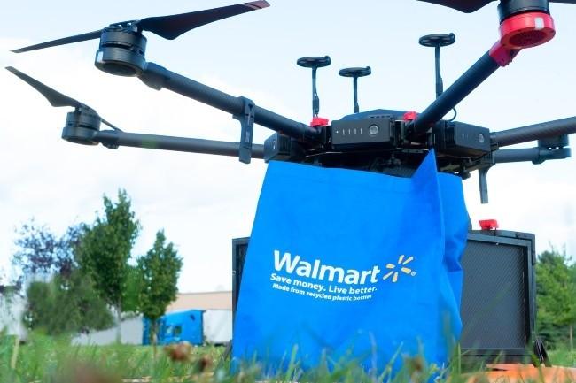 Les drones Flytrex, réservés aux zones péri-urbaines, transportent jusqu'à 3kg qu'ils déposent par un système de câble (Photo Walmart)